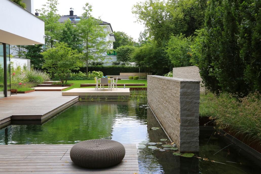 Stadtvilla mit schwimmteich potsdamer g rten g rten for Gartengestaltung 2018