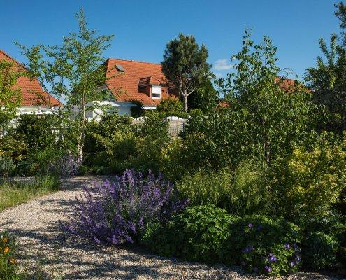Gartenweg aus Kies