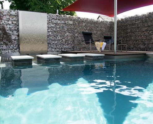 Klares Wasser im Biotop Living-Pool