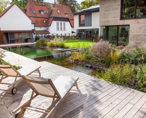 Gartengestaltung Terrasse am Schwimmteich