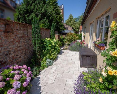 Terrasse aus Travertin
